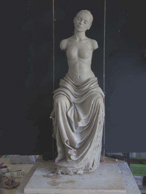 Femme assise2
